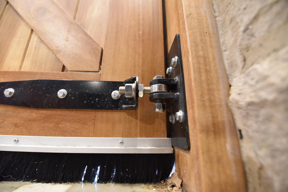 barn-door-latch-ontario
